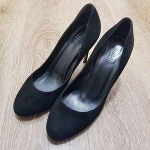 Gucci suede round toe stiletto in black
